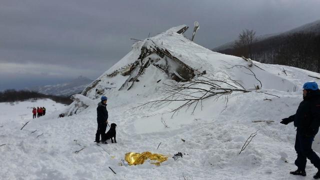 """Italian Mountain Rescue Corps """"Corpo Nazionale Soccorso Alpino e Speleologico"""" Soccorso Alpino volunteers and rescuers work in the area of the avalanche-struck Hotel Rigopiano, n ..."""