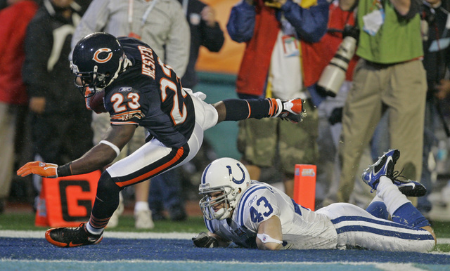 Chicago Bears' Devin Hester (23) gets past Indianapolis Colts safety Matt Giordano (43) for a 92-yard touchdown return on the opening kickoff during Super Bowl XLI football game at Dolphin Stadium ...