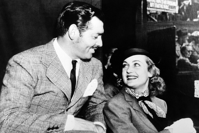 Hollywood saw romance behind Carole Lombard's appearance in Los Angeles court to have her screen name legalised. Carole Lombard and Clark Gable watching a lawn tennis match together on Nov. 13, 19 ...