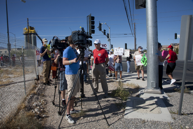 Residents of Spring Valley protest plans by Wells Cargo to construct a hot mix asphalt plant near Spring Valley High School in Las Vegas on Sunday, Oct. 2, 2016. (Jeferson Applegate/Las Vegas Revi ...