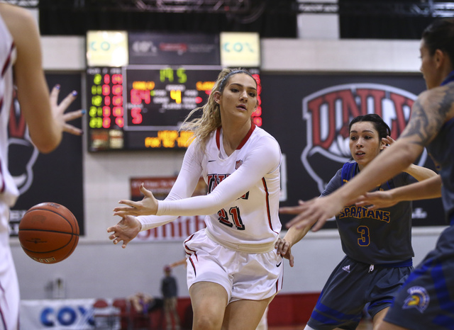 UNLV's Katie Powell (21) hands the ball off during a basketball game against San Jose State at the Cox Pavilion in Las Vegas on Saturday, Jan. 28, 2017. San Jose State won 76-65. (Chase Stevens/La ...