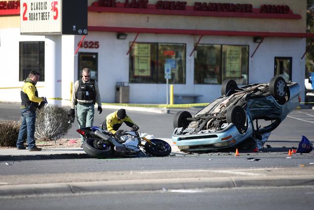 Las Vegas police investigate a crash at the intersection of Torrey Pines and Rancho drives in northwest Las Vegas on Friday, Jan. 27, 2017. (David Guzman/Las Vegas Review-Journal) @DavidGuzman1985D