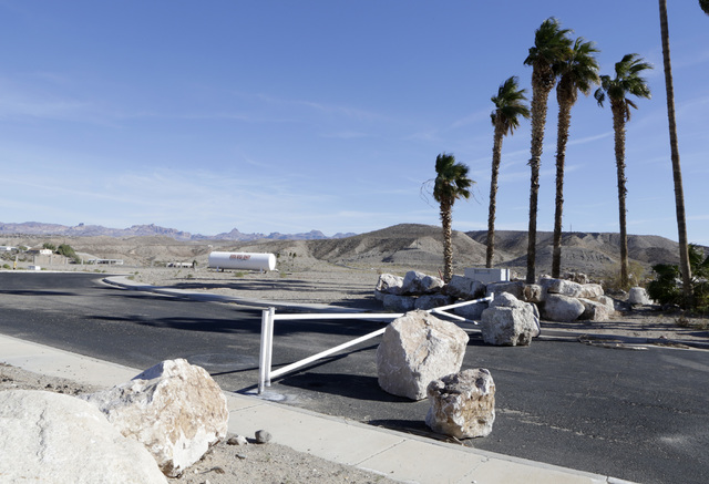 The entrance to the failed subdivision project on Ranch Colorado Boulevard in Bullhead City, Ariz., on Thursday, Jan 6, 2017. (Bizuayehu Tesfaye/Las Vegas Review-Journal)@bizutesfaye