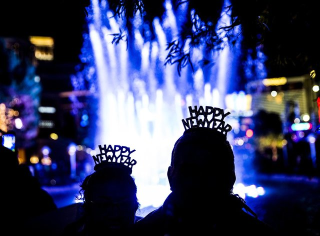 Santos and Maria Hernandez enjoy the fountain outside the Wynn Las Vegas on the Strip on New Year's Eve. (Benjamin Hager/Las Vegas Review-Journal)