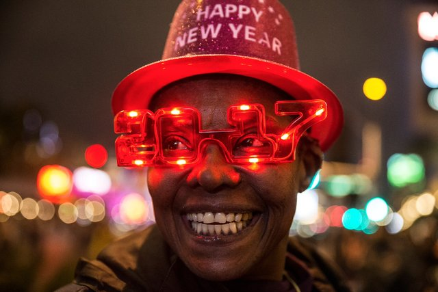 Eve Creque sells novelty New Year's Eve hats and glasses outside the Venetian hotel-casino in Las Vegas. (Benjamin Hager/ Las Vegas Review-Journal)