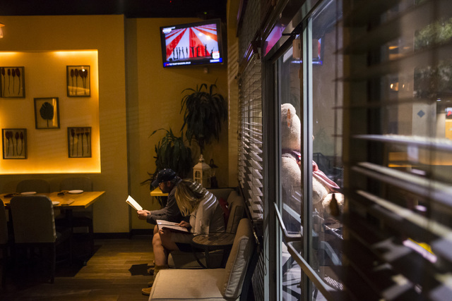 Customers look through the menu before place a takeout order at Gaati Thai Kitchen in Henderson on Friday, Jan. 20, 2017. (Chase Stevens/Las Vegas Review-Journal) @csstevensphoto