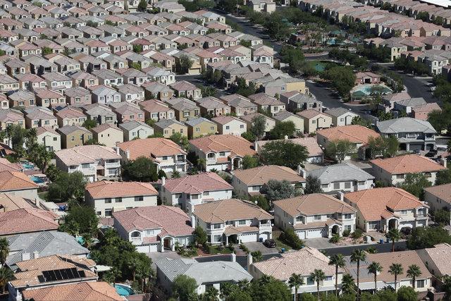 Houses in southeast Las Vegas are seen on Monday, Sept. 26, 2016. (Brett Le Blanc/Las Vegas Review-Journal) Follow @bleblancphoto