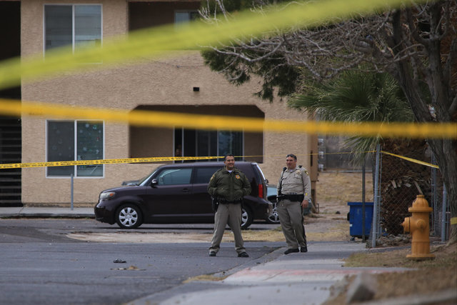 Las Vegas police officers investigate a shooting in the 4500 block of Macher Way on Thursday, Jan. 5, 2017. (Brett Le Blanc/Las Vegas Review-Journal) @bleblancphoto