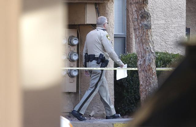 Las Vegas police are investigating a homicide at the Villa Del Rio apartments at 3800 S. Nellis Blvd., Monday, Jan. 23, 2017, in Las Vegas. (Bizuayehu Tesfaye/Las Vegas Review-Journal)@bizutesfaye