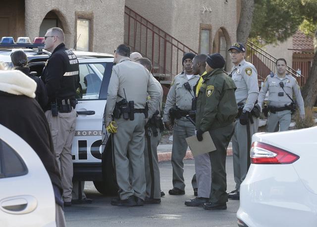 Las Vegas police are investigating a homicide at the Villa Del Rio apartments at 3800 S. Nellis Blvd., Monday, Jan. 23, 2017, in Las Vegas. (Bizuayehu Tesfaye/Las Vegas Review-Journal) Follow @biz ...
