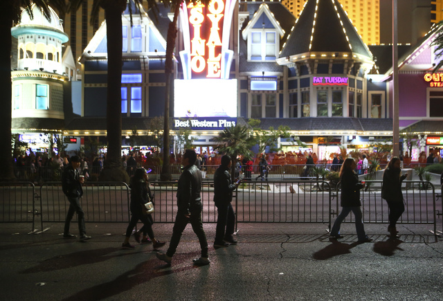 New Year's Eve revelers gather on the Las Vegas Strip outside of The Mirage hotel-casino on Saturday, Dec. 31, 2016. (Chase Stevens/Las Vegas Review-Journal) @csstevensphoto