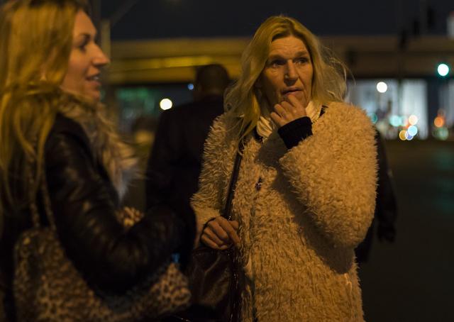 New Year's Eve revelers Sabrina Van Bakkum, left, her mother Annelies Van Es of Spain make their way to the Las Vegas Strip on Saturday, Dec. 31, 2016. (Miranda Alam/Las Vegas Review-Journal) mira ...