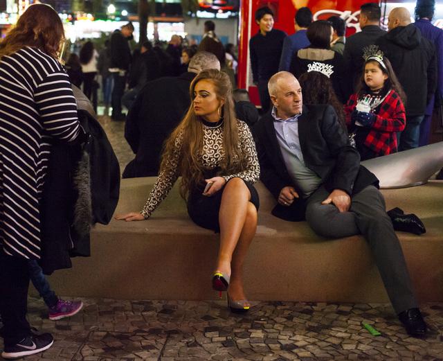New Year's Eve revelers gather outside the New York-New York hotel-casino on the Las Vegas Strip on Saturday, Dec. 31, 2016. (Miranda Alam/Las Vegas Review-Journal) miranda.alam