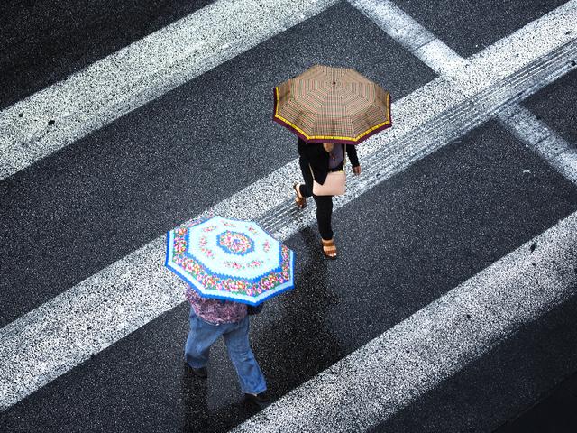 Two women cross 4th Street and Fremont Street Experience during a rain storm on Monday, Oct. 24,2016. Jeff Scheid/Las Vegas Review-Journal Follow @jeffscheid
