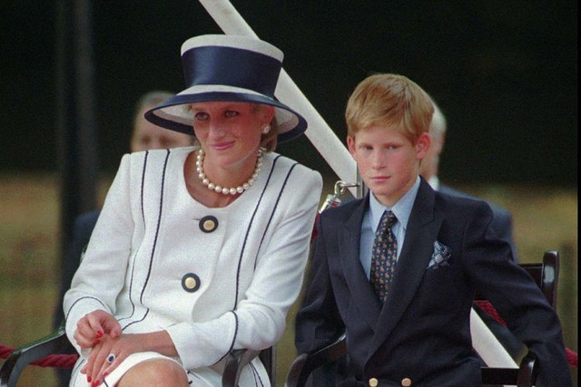 Britain's Princess Diana, left, sits next to her younger son, Prince Harry, during V-J Day celebrations in London, Aug. 19, 1995. (Alastair Grant/AP)