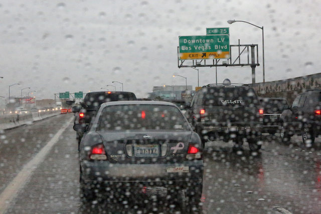 Commuters face a rainy Friday morning, Jan. 13, 2017, with congested traffic due to construction on U.S. Highway 95. (Michael Quine/Las Vegas Review-Journal) @Vegas88s