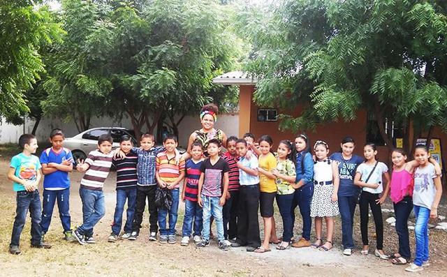 Haley Johnson poses with students at Santa Monica Bilingual School in Vida Nueva Cortes, Honduras. (Haley Johnson)