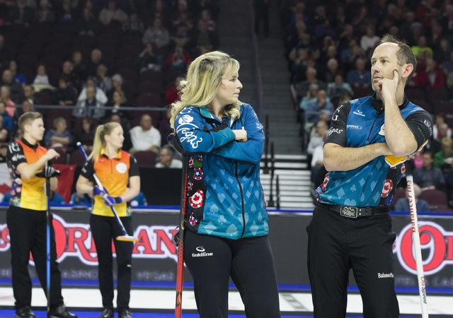 Jennifer Jones, left, and husband Brent Laing talk strategy during the 2017 World Financial Group Continental Cup on Friday, Jan. 13, 2017, at Orleans Arena, in Las Vegas. (Benjamin Hager/Las Vega ...
