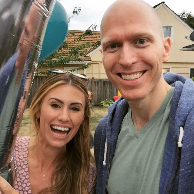 """Steinar Skipsnes takes a photo with Lindzi, who was a runner-up on the show """"The Bachelor."""" (Courtesy)"""