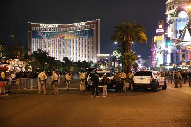 Las Vegas police officer monitor the Strip near The Mirage hotel-casino on New Year's Eve, Saturday, Dec. 31, 2016. Erik Verduzco/Las Vegas Review-Journal Follow Erik Verduzco