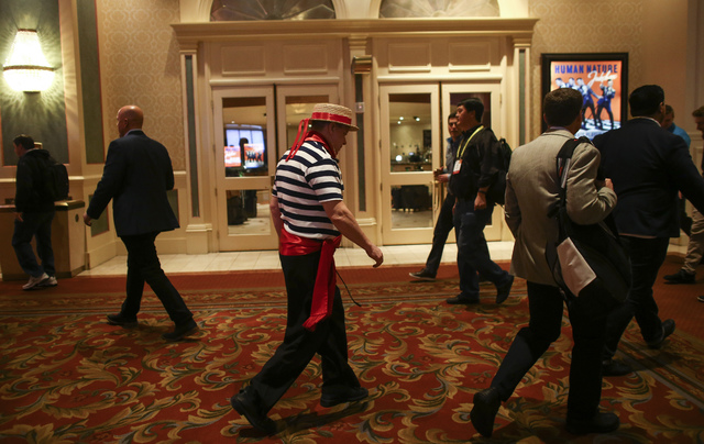 A gondolier passes by CES attendees at the Venetian hotel-casino in Las Vegas on Friday, Jan. 6, 2017. (Chase Stevens/Las Vegas Review-Journal) @csstevensphoto