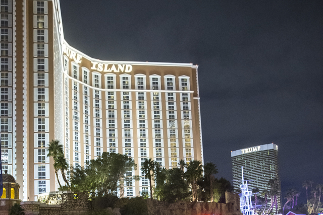 Metro patrols Las Vegas Boulevard at Treasure Island hotel-casino on Saturday, Dec. 31, 2016, on New Year's Eve, in Las Vegas. (Benjamin Hager/Las Vegas Review-Journal)