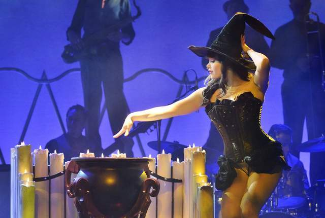 """Claire Sinclair performs during """"Pin Up"""" at the Stratosphere. (Bill Hughes/Las Vegas Review-Journal)"""