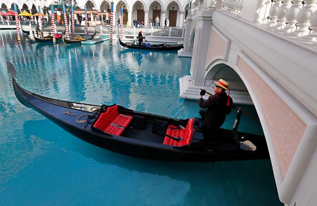 A gondolier propels the gondola passing under a bridge at The Venetian in Las Vegas, Wednesday, Jan. 18, 2017. (Chitose Suzuki/Las Vegas Review-Journal) @chitosephoto