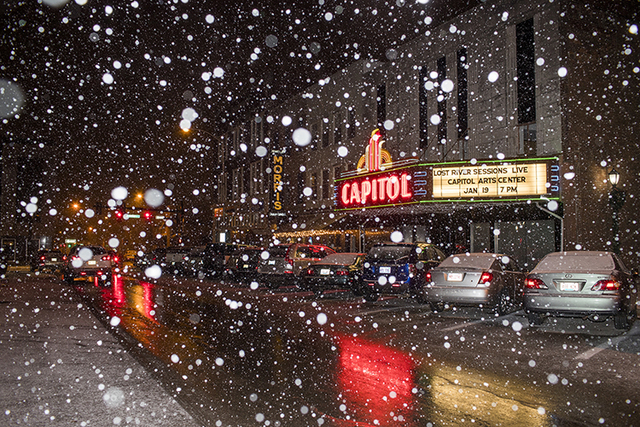 Snow falls in Bowling Green, Kentucky, Thursday, Jan. 5, 2017. School districts in Kentucky, Tennessee and West Virginia either closed or called off classes as early as snow began falling there Th ...