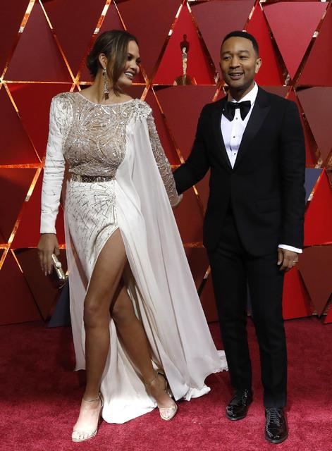 Celebrity-inspired Dresses Frank Octavia Spencer Celebrity Dresses The 89th Academy Awards Oscar 2017 Red Carpet Silver Satin Lace Celebrity Gowns Feathers Dress