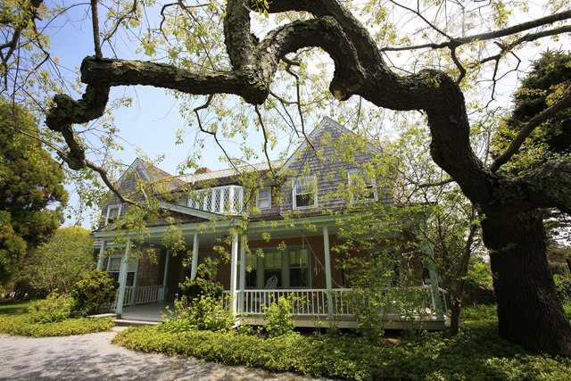 "In this May 15, 2009 photo, the ""Grey Gardens"" house is shown in East Hampton, N.Y. Grey Gardens, the Hamptons home once owned by eccentric relatives of Jacqueline Kennedy Onassis, is for sale. It ..."