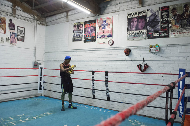 Shaun Ross Kaweesa warms up at Johnny Tocco's Ringside Gym in Las Vegas on Friday, Feb. 3, 2017. (Bridget Bennett/Las Vegas Review-Journal) @bridgetkb