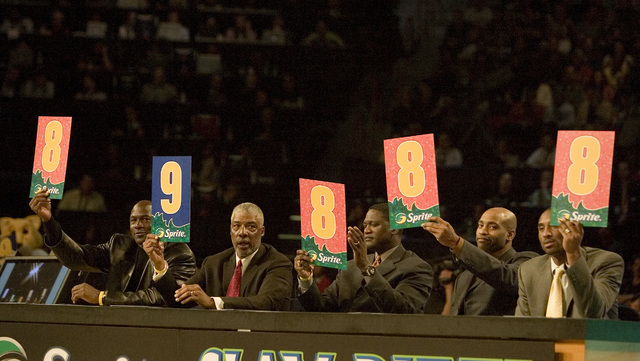 The judges score a dunk during the NBA All-Star Slam Dunk contest at the Thomas & Mack Center in Las Vegas Saturday, Feb. 16, 2007. (John Locher/Las Vegas Review-Journal)
