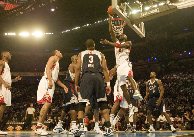Kevin Garnett goes up for a layup during the NBA All-Star game at the Thomas & Mack Center in Las Vegas Sunday, Feb. 18, 2007. (John Locher/Las Vegas Review-Journal)