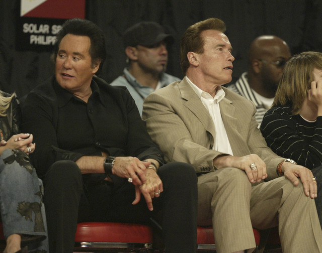 Wayne Newton, left, and Governor Arnold Schwartzeneger watch the NBA All-Star Game at the Thomas & Mack Center Sunday, Feb. 18, 2007. (K.M. Cannon/Las Vegas Review-Journal)