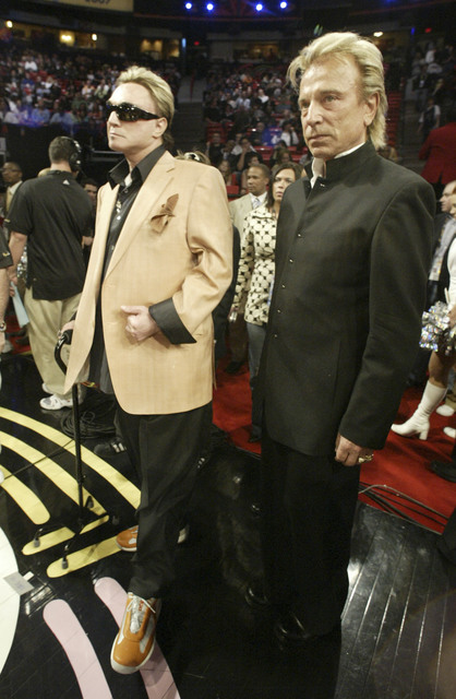 Sigfried, right, and Roy attend the NBA All-Star Game at the Thomas & Mack Center Sunday, Feb. 18, 2007. (K.M. Cannon/Las Vegas Review-Journal)