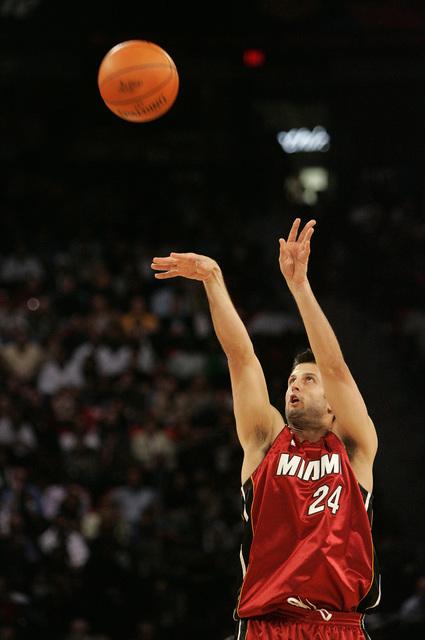 Jason Kapono takes a shot during the NBA All-Star Three-Point Shootout at the Thomas & Mack Center in Las Vegas Saturday, Feb. 16, 2007. (John Locher/Las Vegas Review-Journal)
