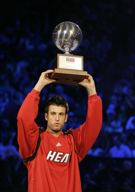 Jason Kapono holds up the trophy after winning the NBA All-Star Three-Point Shootout at the Thomas & Mack Center in Las Vegas Saturday, Feb. 16, 2007. (John Locher/Las Vegas Review-Journal)