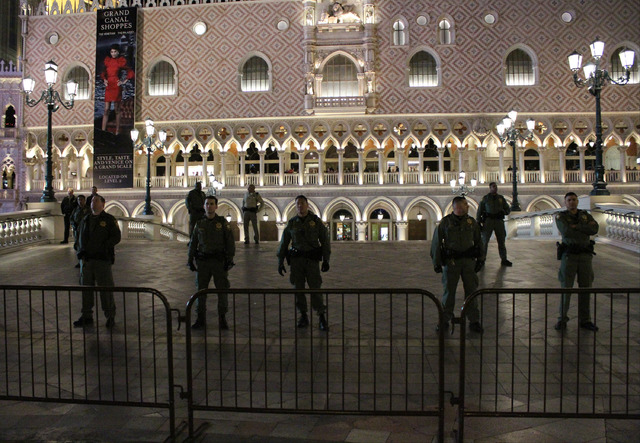 Police stand guard outside The Venetian hotel-casino during Mike Pence's Las Vegas visit, Friday, Feb. 24, 2017. (Gabriella Benavidez/Las Vegas Review-Journal) @gabbydeebee