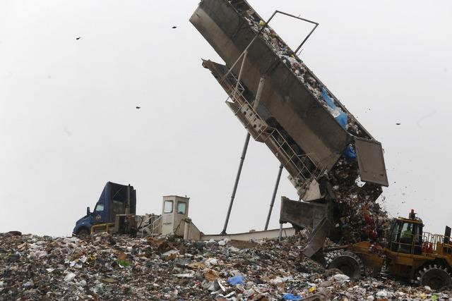 A truck deposits waste onto the Apex Regional Landfill on Friday, Jan. 20, 2017, in Las Vegas. (Christian K. Lee/Las Vegas Review-Journal) @chrisklee_jpeg