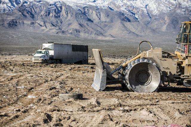 A garbage hauler arrives to unload at the Western Elite Ranch near U.S. 93 Highway about 60 miles north of Las Vegas on Wednesday, Jan. 25, 2017. (Jeff Scheid/Las Vegas Review-Journal) @jeffscheid