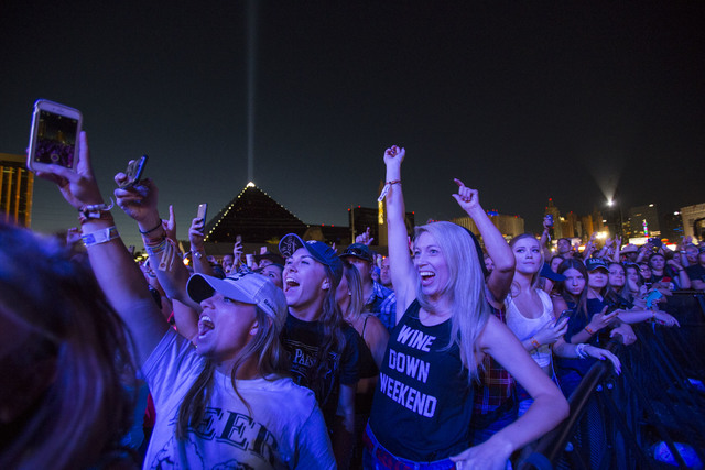 Festivalgoers enjoy the sounds of country music artist Dustin Lynch on Day 3 of the Route 91 Harvest country music festival at the Las Vegas Village on Oct. 2, 2016. (Richard Brian/Las Vegas Revie ...