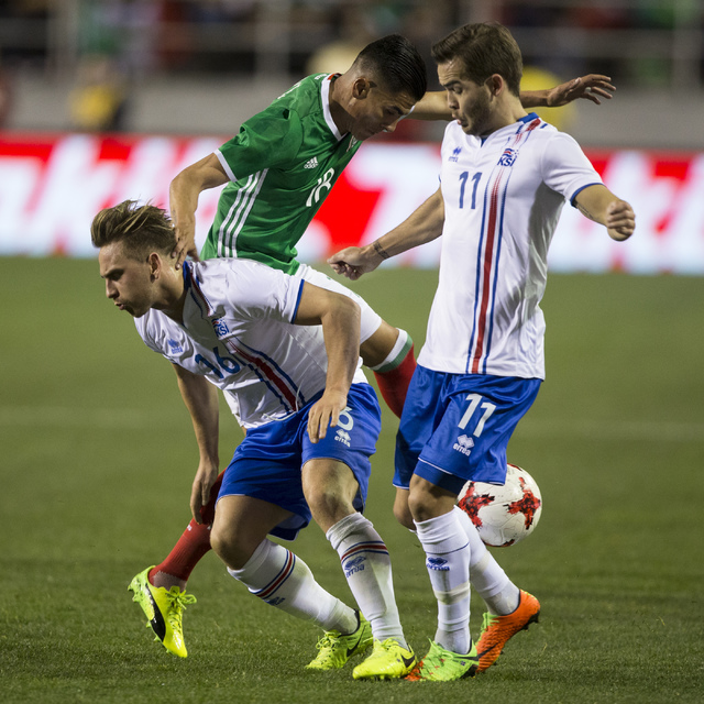 Mexicoճ Luis Reyes (18) fights for pocession of the ball against Icelandsճ Oliver Sigurjonsson (16) and Kristinn Steindorsson (11) in the men's soccer exhibition match at Sam Boyd Stad ...