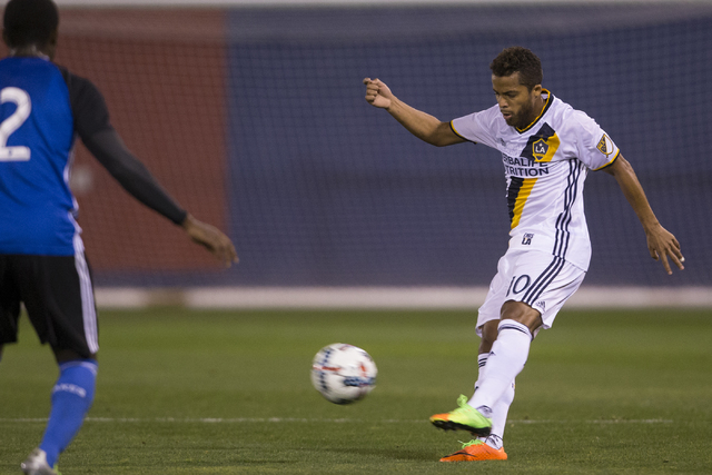 Earthquakes score late goal to defeat Galaxy at Cashman