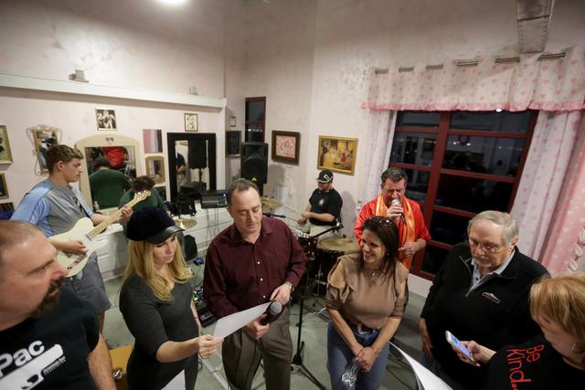 The band for the Jewish talent show Viva Oy Vegas rehearse on Monday, Feb. 13, 2017, at the MarketLV at Tivoli Village in Las Vegas. (Rachel Aston/Las Vegas Review-Journal) @rookie__rae