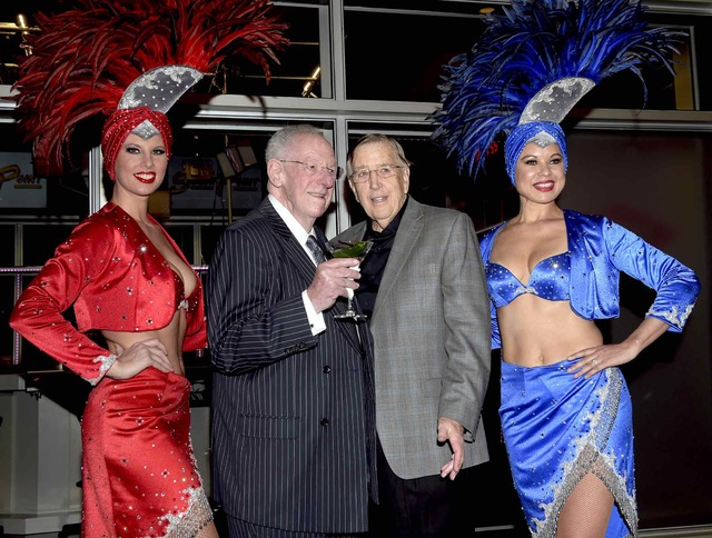 Former Mayor Oscar Goodman and TV broadcasting legend Brent Musburger attend the ribbon cutting for Vegas Stats & Information Network at South Point on Friday, Feb. 3, 2017, in Las Vegas. (Gle ...