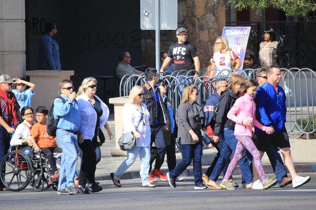 Tourists cross Las Vegas Boulevard at Park Avenue on Saturday, Feb. 4, 2017, in Las Vegas. (Brett Le Blanc/Las Vegas Review-Journal) @bleblancphoto