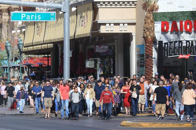 Tourists walk along Las Vegas Boulevard near the Paris hotel-casino on Saturday, Feb. 4, 2017, in Las Vegas. (Brett Le Blanc/Las Vegas Review-Journal) @bleblancphoto