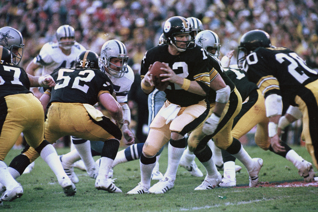 Pittsburgh Steelers quarterback Terry Bradshaw (12) turns around with the ball after the snap to hand the ball to an open receiver during action against the Dallas Cowboys in Super Bowl XIII actio ...