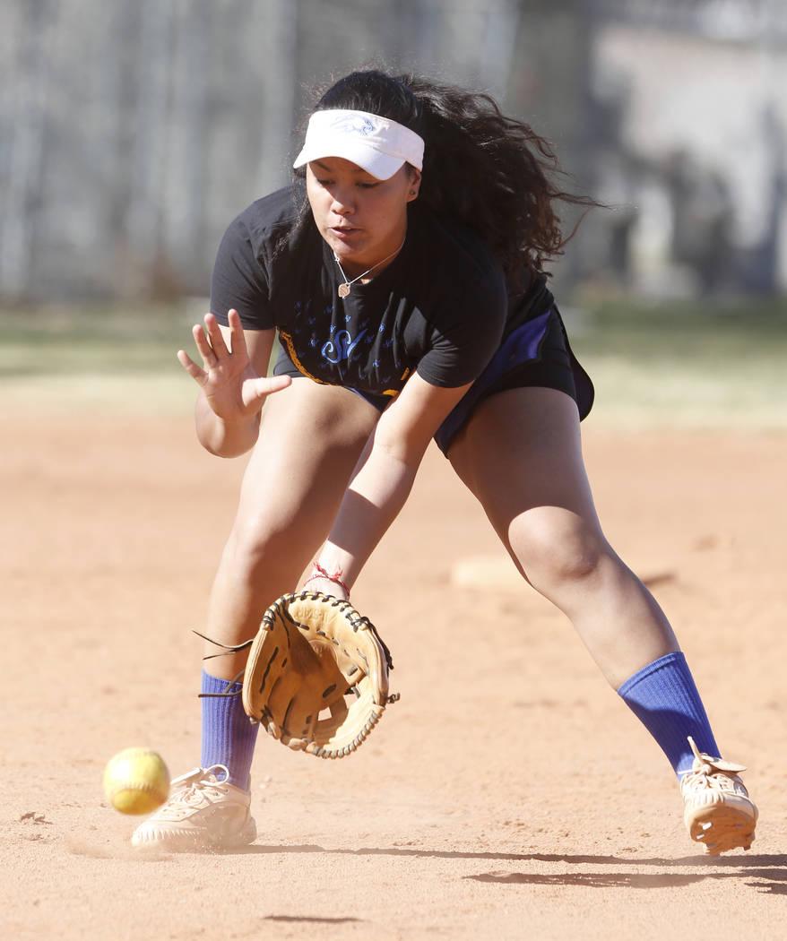 Sierra Vista High's softball captain Kalei Watkins prepares to catch a grounder during team's practice on Friday, March 3, 2017, in Las Vegas. (Bizuayehu Tesfaye/Las Vegas Review-Journal) @bizutesfaye